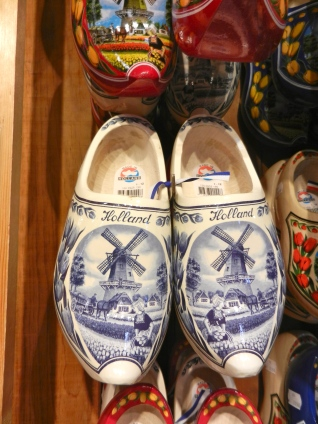 Delft Blue clogs