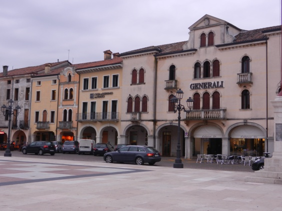 Marostica shops line the chess board