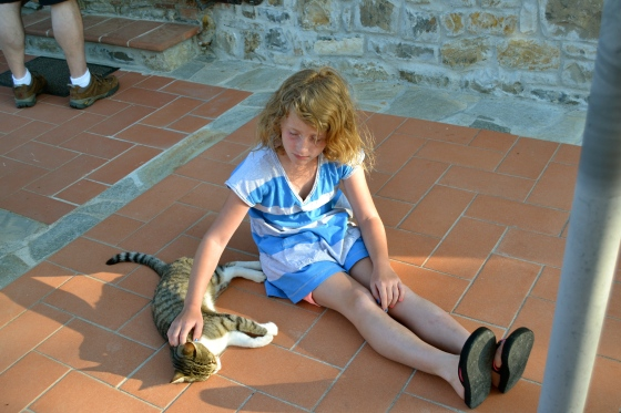 Lilly makes a new friend at the villa