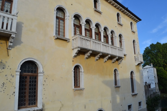 Sacile building pockmarked during WWI