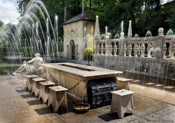 Trick fountains on the palace grounds catch unsuspecting visitors every time